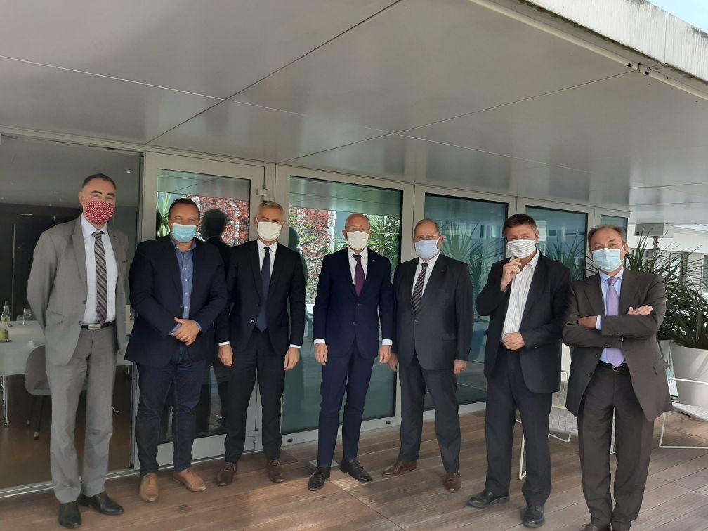 Une délégation d'élus de petites villes reçue par le PDG de la Poste
